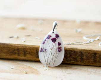 Pressed Flower Necklace , Purple Gypsophila Teardrop ,  Baby Breath Necklace , Gifts for Her , Pressed Flowers, Botanical Necklace , Purple