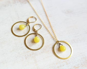 Gold Ring Necklace with Yellow Jade