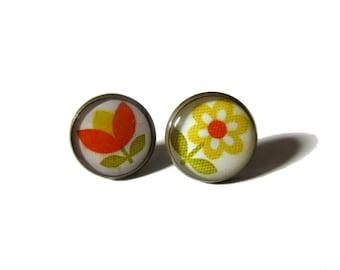 Orange Flowers earrings - vintage flowers stud earrings - post earrings - summer earrings - Mod 50s earrings - Mod earrings - cute earrings