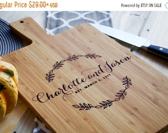 SPRING SALE - 20% OFF - Personalized Bamboo Cutting Board with Handle, Personalized Wedding Gift, Housewarming Gift, Anniversary Gift, Chris