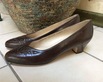 Vintage rich brown leather Salvatore Ferragamo pumps, sz 7 1/2Narrow brown leather snake trim pumps, made Italy brown Ferragamo heels 71/2N