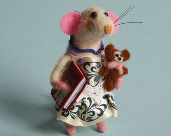 Felt Mouse Needle felted mouse with book and toy Library mouse Dollhouse mouse Felting dreams. Ornament. Gift. Decoration for book shelves.