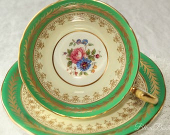 Aynsley, England: Green tea cup and saucer with flowers