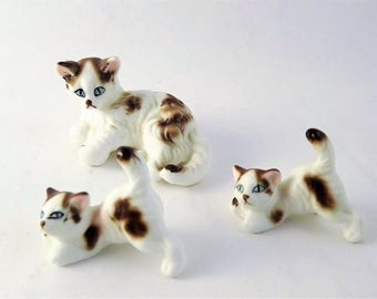 Cat Figurine Set, Vintage Miniature Glass Kitten set, Mom and Kittens Figurine, White Cat with Brown Spots, Blue Eye Porcelain Cat