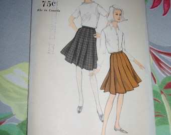 "Vintage 1960s Vogue Pattern 6603, Pleated Skirt, Size Waist 25"", Hip 34"""