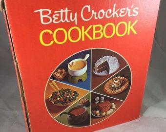 Vintage Betty Crocker's Cookbook Cook Book 5 Ring Clip Open 1974 Printing
