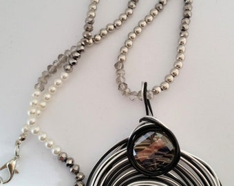 Long Necklace with Circle black and grey