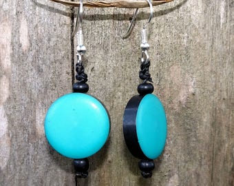 Round turquoise resin beads earrings