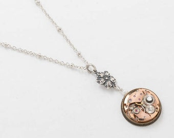 Collier steampunk, montre en or Rose Vintage situé dans l'Antique Gear avec véritable perle, cristal & breloque fleur sur chaîne en argent perlé