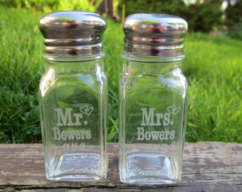Personalized Wedding Gifts, Wedding Engraved Glass Salt and Pepper Shakers, Wedding Custom Engraved Salt Shaker, Bride and Groom Present