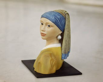Girl with a Pearl Earring,Figurine woman, Art object, Miniature, Johannes Vermeer, Figurine, Sculpture art, Painting, Collectible art, Pearl
