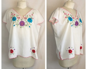 Vintage 1970's 2XL Embroidered Blouse