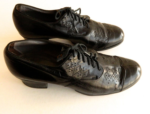 """Vintage 1930s Wilbur Coon Black Leather Oxford Shoes Size 8 with 2"""" Heels"""