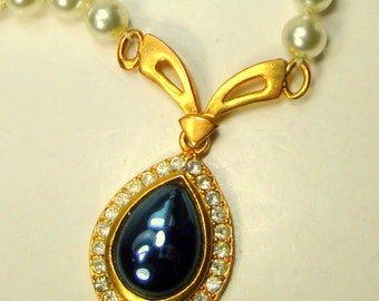 White Pearl Necklace w Gold & Rhinestone Teardrop Pendant 1980s