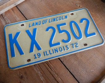 Vintage License Plate Illinois 1972 Metal Rustic Patina Decor Mancave Garage Cafe Bar Decor