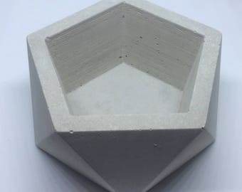 Concrete Icosahedron Planter//Concrete Icosahedron Bowl//Geometric Planter//Contemporary Planter//Cactus Planter