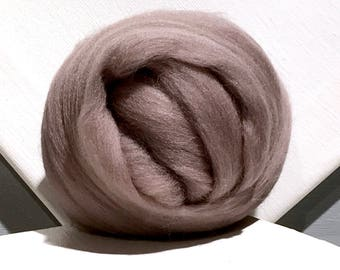Mink Beige Merino Roving, Needle Felting Spinning Fiber, violet beige, light brown, taupe, neutral color roving