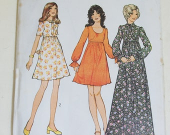 Vintage Sewing Pattern Style 3878 Dress Junior Petite Size 11 Bust 34