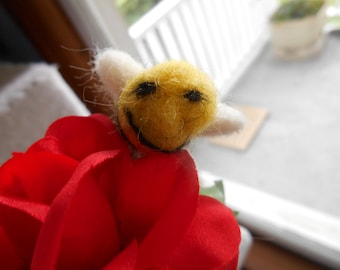 Needle felted bee on red rose, bee on flower,needle felted bee,bumble bee,needle felted bumble bee,bumble bee on flower, felted collectables