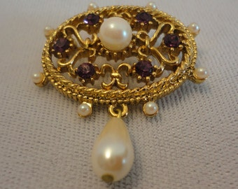 Filigree Oval Round Faux Pearl Brooch.