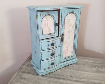 Hand painted jewelry box ~ jewelry armoire ~ jewelry storage ~ shabby chic ~ Annie Sloan chalk paint ~ vintage