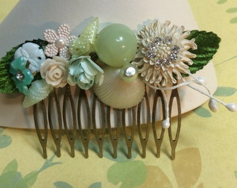 White And Seafoam Mint Hair Comb. Vintage Assemblage