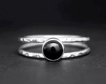 Onyx silver ring, black stone ring, Dainty ring, Hammered stacking ring, double band ring, petite ring