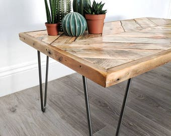 Chevron Coffee Table KALASABA, Reclaimed Wood, Salvaged Pallet Timber, Modern Boho Jungalow Furniture, Herringbone Design with Hairpin Legs