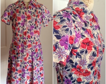 Seventies vintage floral shirt dress // medium, large 10 12 sixties shift groovy large collar pockets