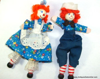 Vintage Clothespin Art Dolls, Raggedy Ann and Raggedy Andy, Jointed Knees, Red Yarn Hair, Set of 2, Handcrafted, Wood Shelf Sitter  (617-15p