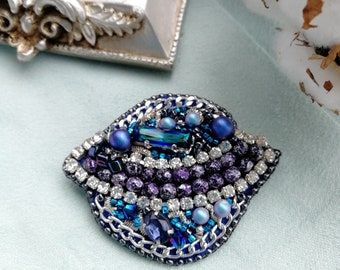 brooch  Saturn handmade jewelry bijouterie beadswork blue Saturn swarovski beading embroidery swarovskicrystals beadweaving