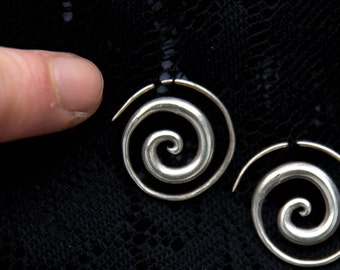 Small silver spiral earrings plain pure silver hill tribe little cute simple smooth wire threader hoop tribal ethnic indian thai SE50