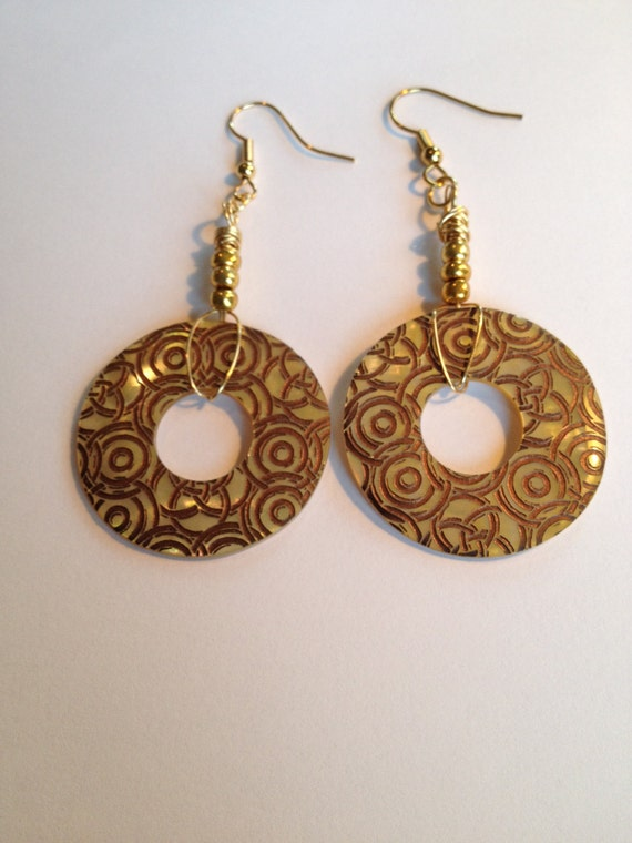 SJC10220 - Mother of Pearl earrings with circle design, gold-color seed beads and gold plated wire..