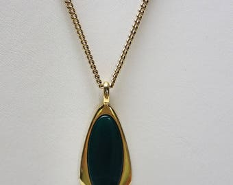 Vintage Sarah Coventry Green Stone Gold Tone signed Necklace