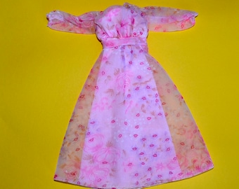 Vintage 1970's Mint Kissing Barbie pink and fuschia floral spring dress