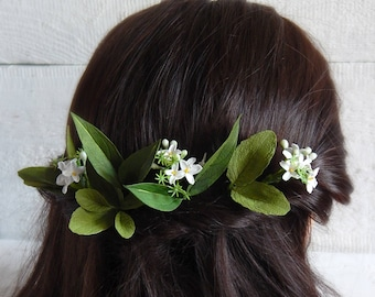 Green leaf hair pin Small white flowers Green floral hair piece Rustic wedding flower hairpiece Green hair accessory Green floral headpiece