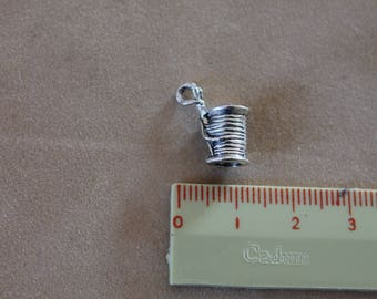 Silver metal charms: spool of thread and needle (x 2)