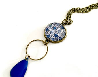 Moroccan ethnic cabochon necklace, blue and white, enameled drop blue. Bronze.