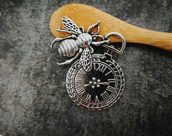 4.9 cm - x 1 p1 pc, steampunk, clock and bee, silver, pendant 49 x 37 mm pendant