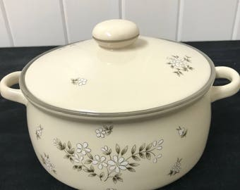 Newcor Covered Casserole Dish, 2 Qt Covered Casserole, Candlelight Newcor, Made in Japan, Vintage Stoneware