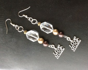 Brown and clear acrylic bead music earrings #musicearrings #musicjewelry #ilovemusicjewelry #ilovemusicearrings #brownbeadearrings #dangles