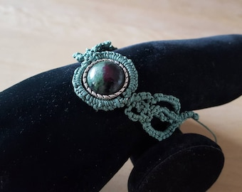 Knotted bracelet with a green zoisite and Ruby