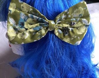 Medium green floral hair bow clip