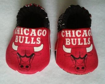 READY TO SHIP: Chicago Bulls, baby shoes, baby slippers, baby booties, crib shoes - baby gift, baby shower gift, maternity gift