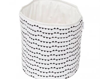 Small triangles basket