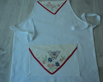 Handmade kitchen apron made with French metis linen and a vintage embroidered doily (03968)