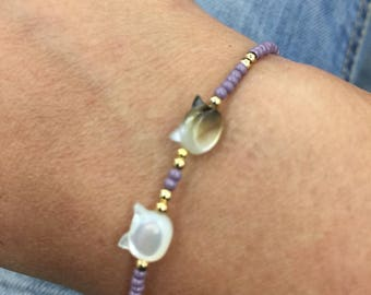 Lovely cat cat shell and seed bead bracelet