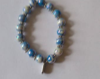 Blue speckled white beaded bracelet