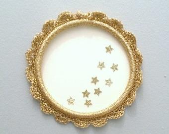 Small frame or round Locket in gold Lurex yarn, handmade