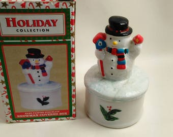 Holiday Collection Hand Painted Porcelain Snowman Covered Trinket Box/Pre-Owned/Great Condition (Z)